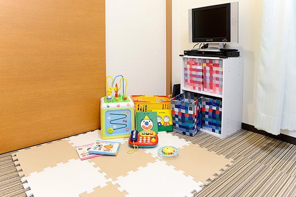 施術中はキッズルームでお子さんを自由に遊ばせてください。
